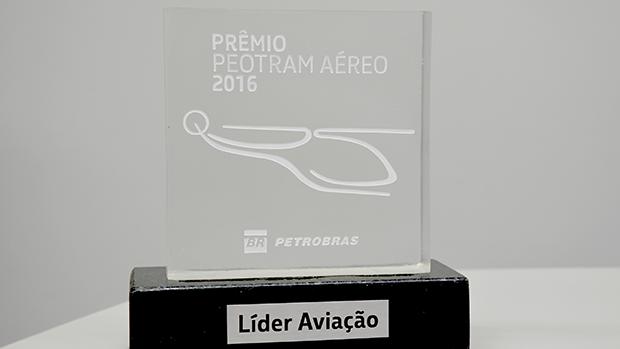 Líder Aviação recebe prêmio Peotram